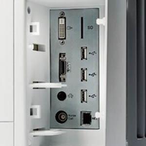 Несколько портов USB, порт для SD-карты, различные разъемы для внешних устройств